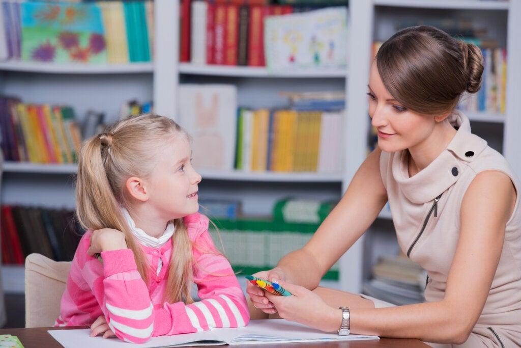 Psicóloga con una niña