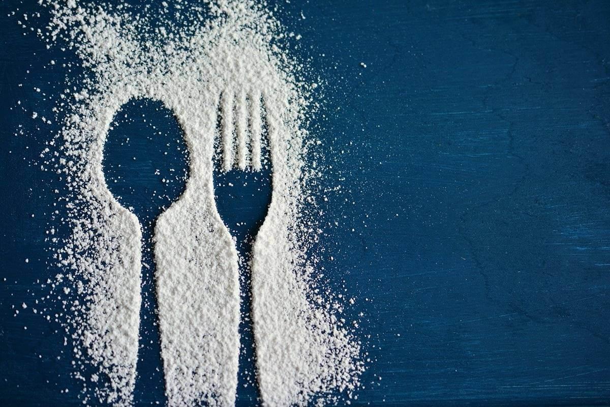 Forma de cubiertos hecha por azúcar