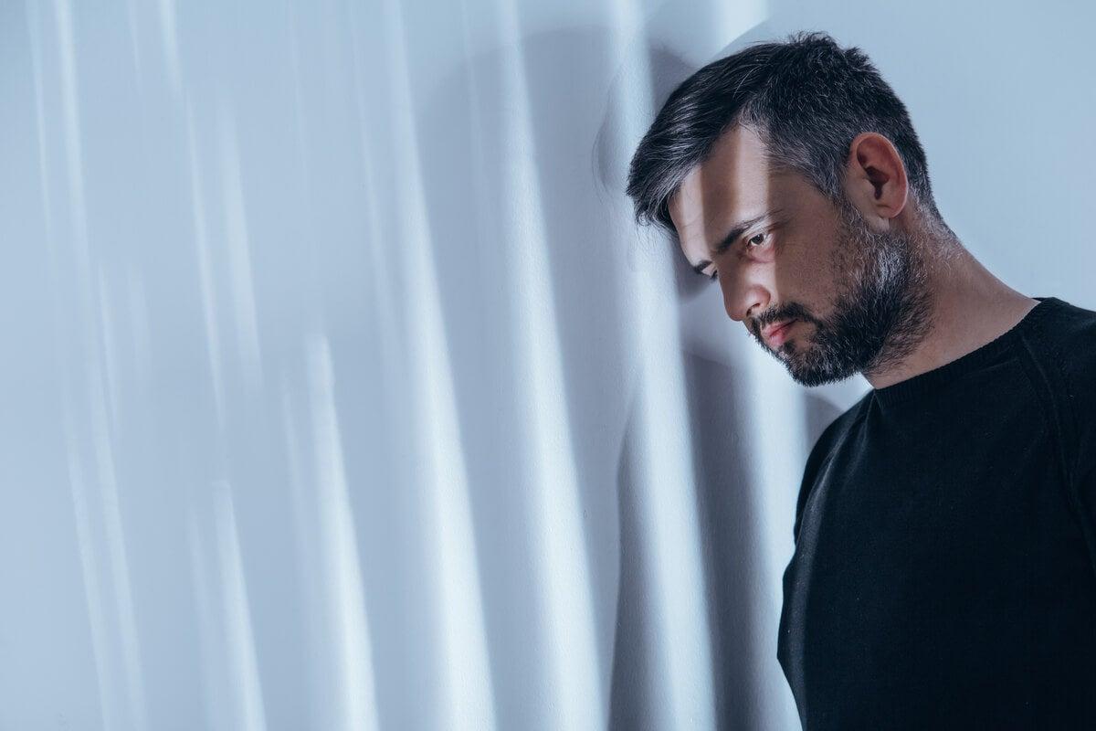 Hombre con esquizofrenia