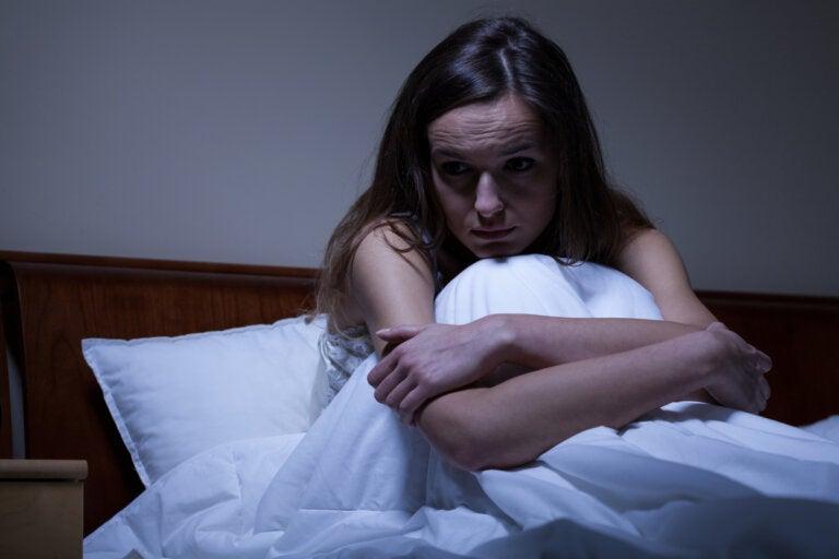 ¿Por qué tengo ansiedad por la noche?