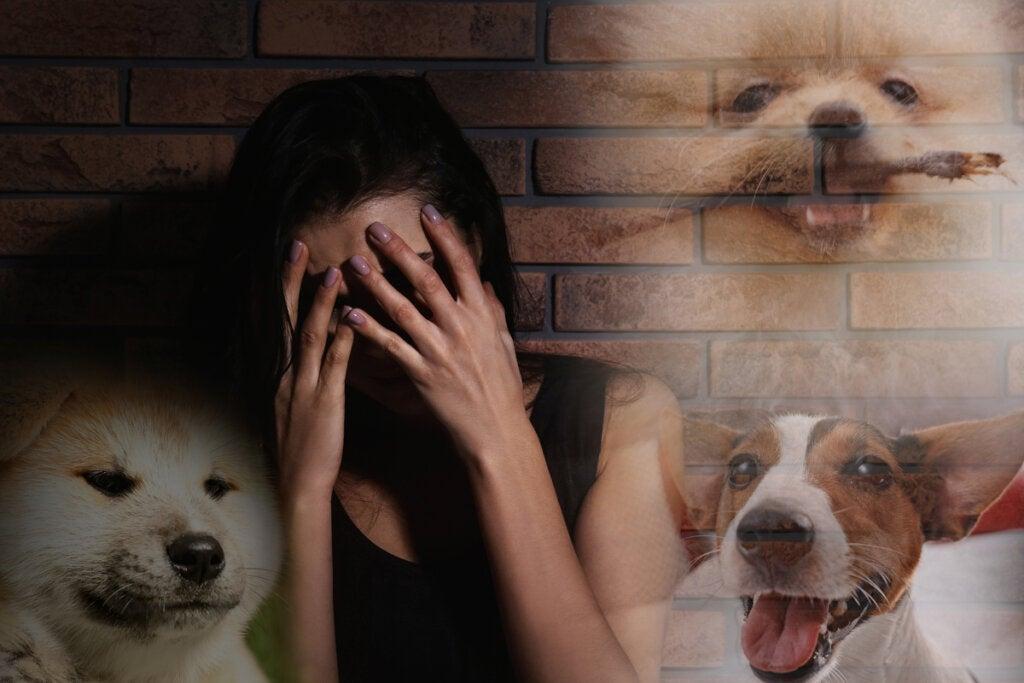 Mujer con miedo a los perros