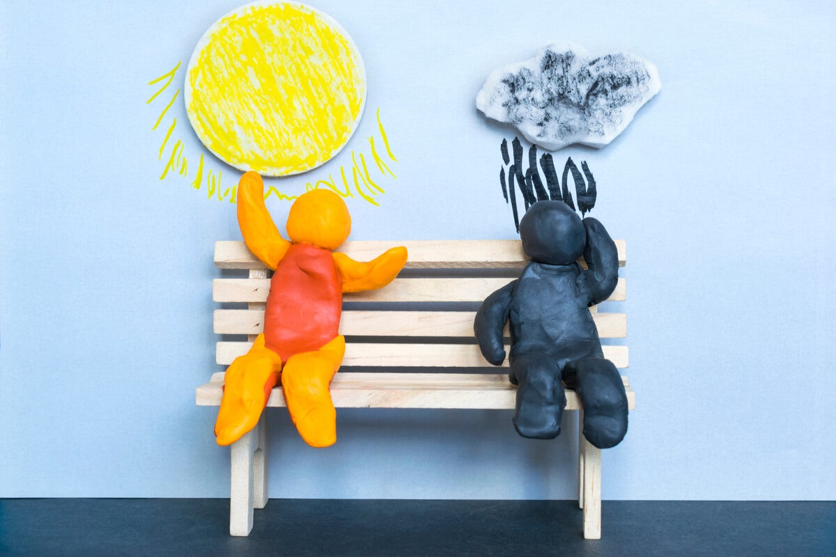 Muñecos de plastilina, uno optimista y otro pesimista