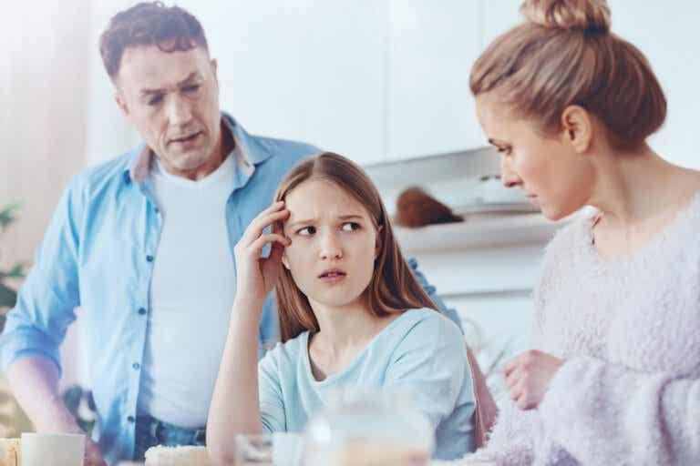 Familias sobreprotectoras sin muestras de cariño