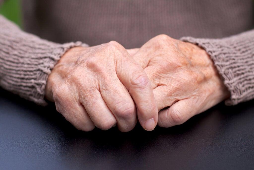 Persona mayor con párkinson