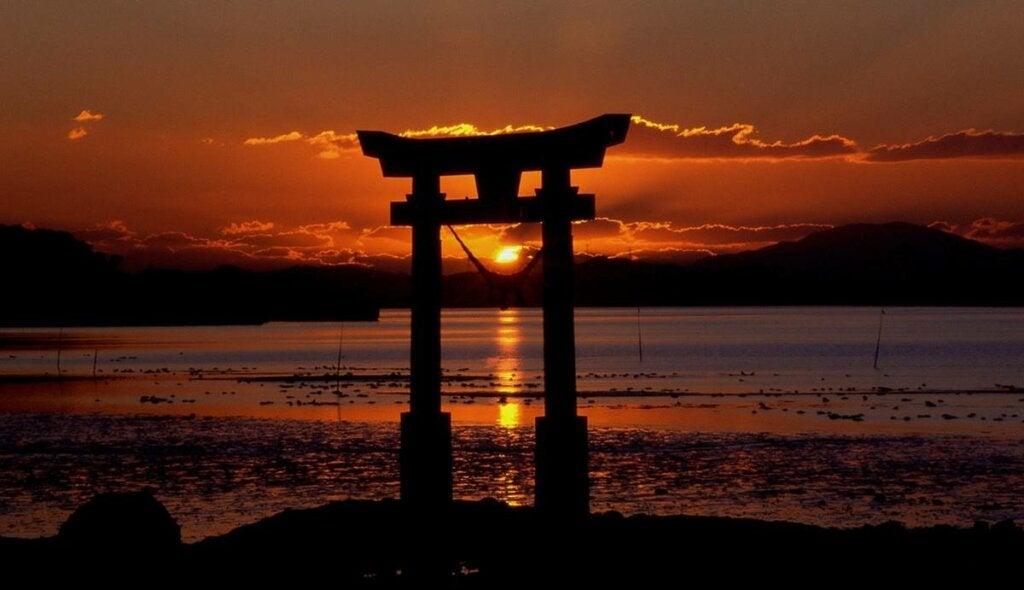 Monumento de Japón representando los consejos de los padres japoneses