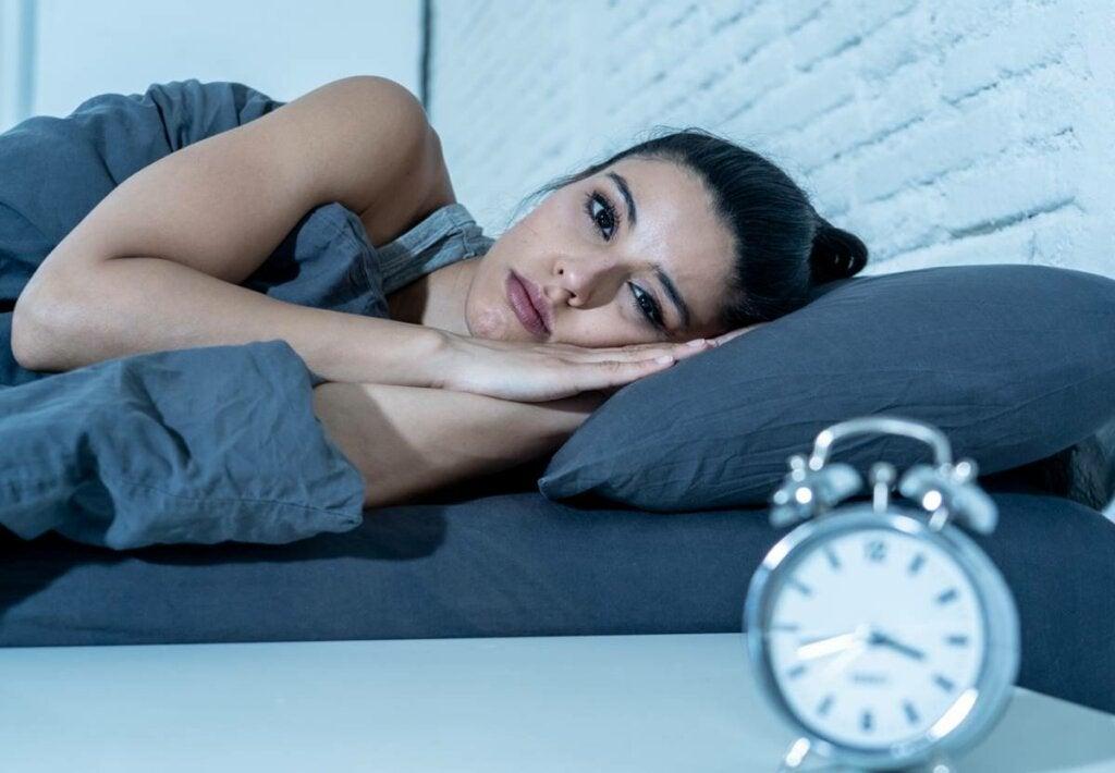 Insomnio por ansiedad: síntomas y estrategias terapéuticas