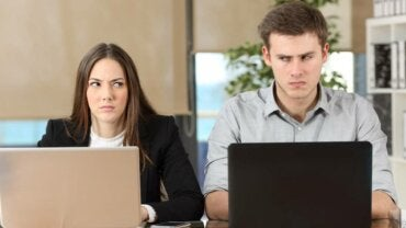 ¿Cómo lidiar con un compañero de trabajo incompetente?