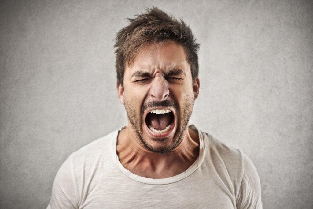 Hombre con ira