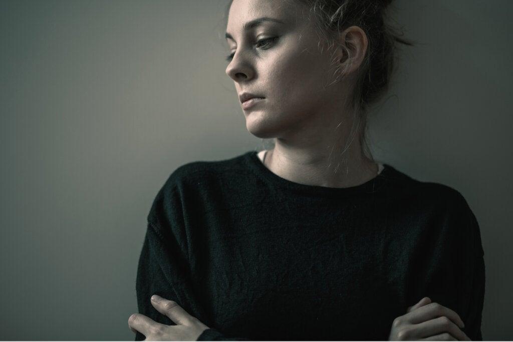 Mujer con bajo estado de ánimo