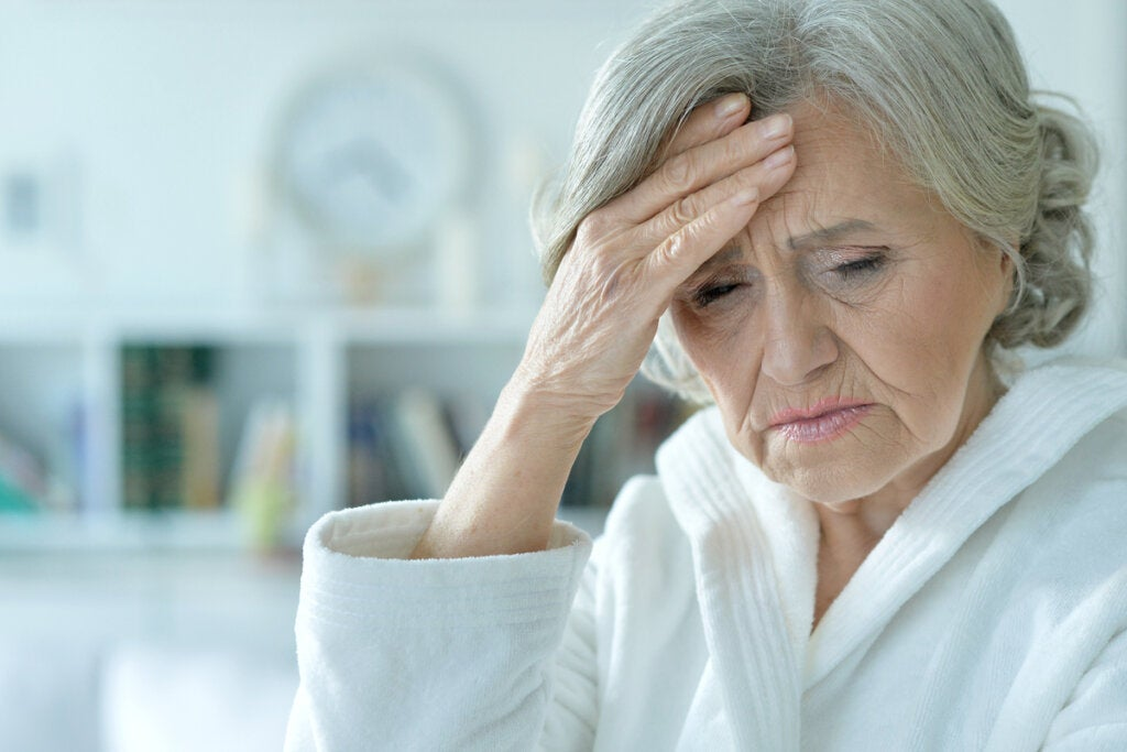 Síndrome confusional agudo o delirium: síntomas, tipos y tratamiento