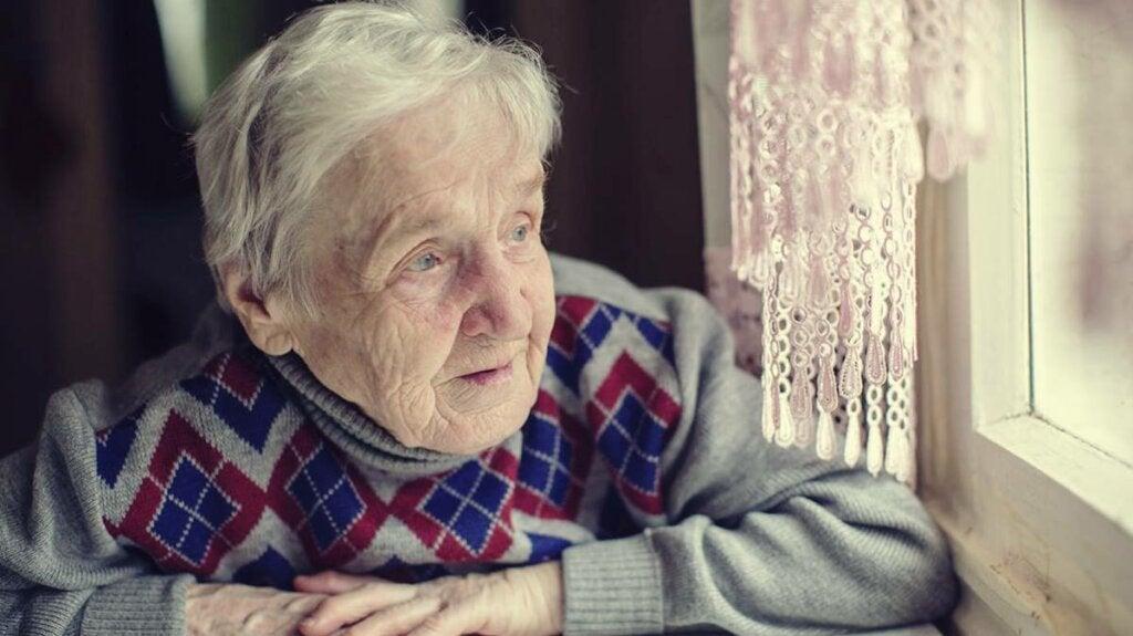 ¿Cómo ayudar a un anciano maltratado?