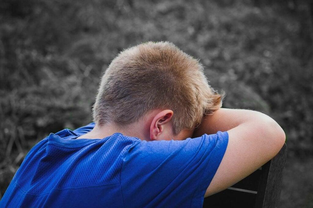 Niño que sufre el síndrome de Klinefelter