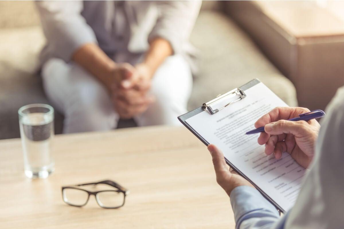 Paciente en consulta con el psicólogo