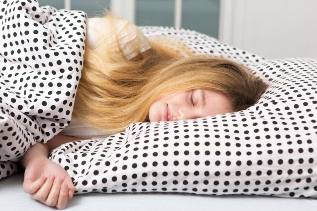 Dormir hasta el mediodía: ¿por qué algunos adolescentes duermen tanto?