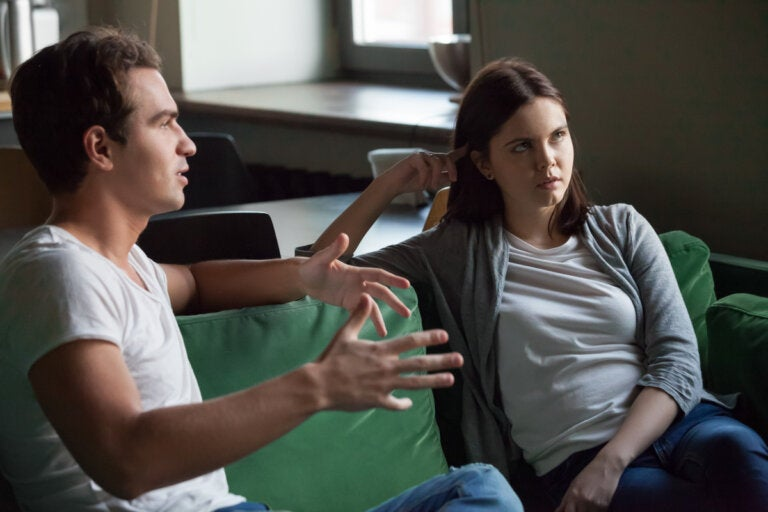 Incontinencia verbal y comunicación acelerada: ¿con quién me pasa?