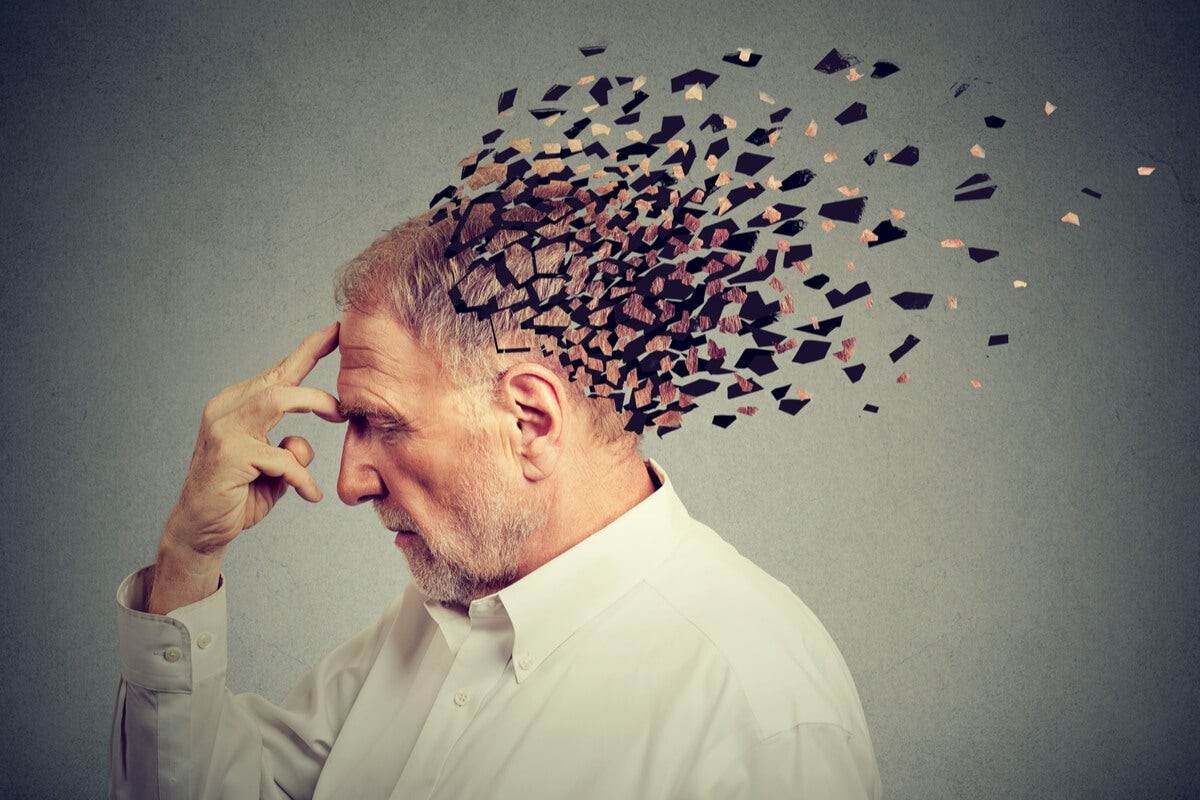 Hombre mayor con demencia