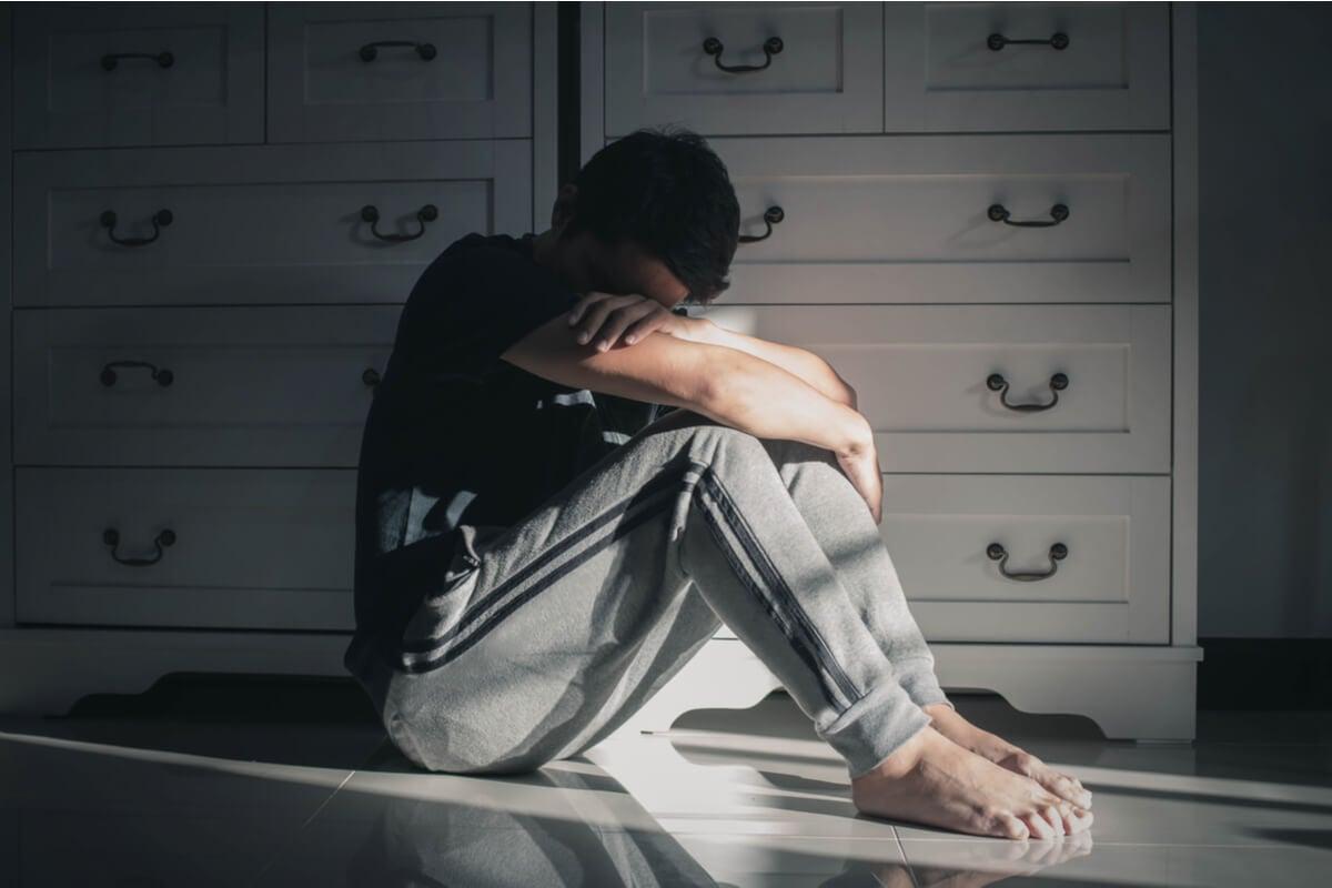 Hombre con esquizofrenia residual