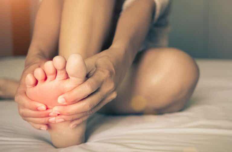 Síndrome de pies ardientes: ¿qué es y a qué se debe?