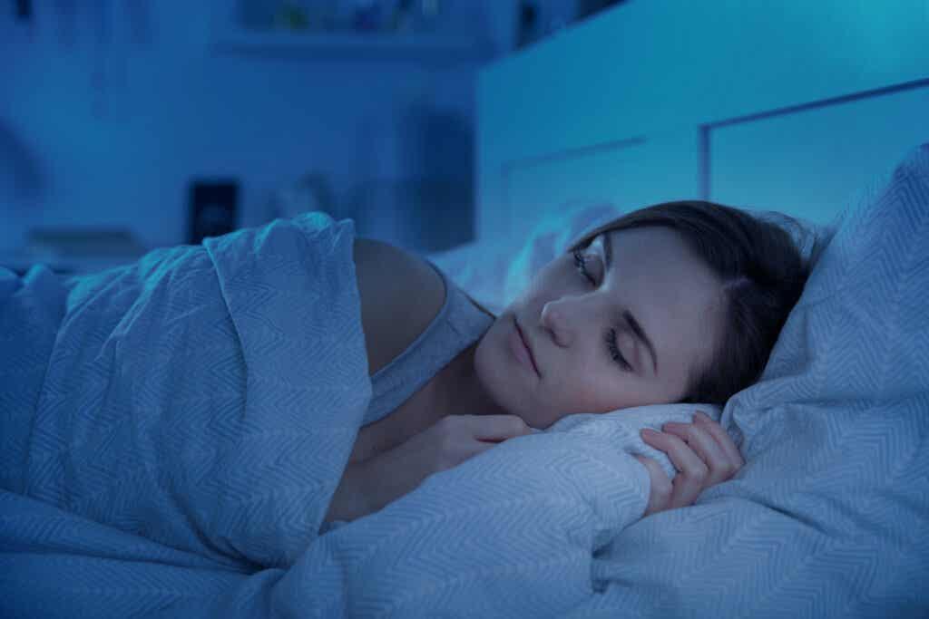 Mujer dormida profundamente