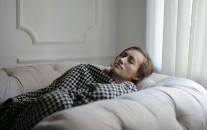 Últimamente solo quiero dormir: posibles causas y qué hacer