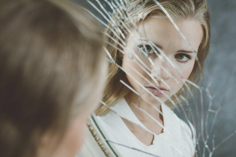 ¿Cómo sería vivir sin espejos?