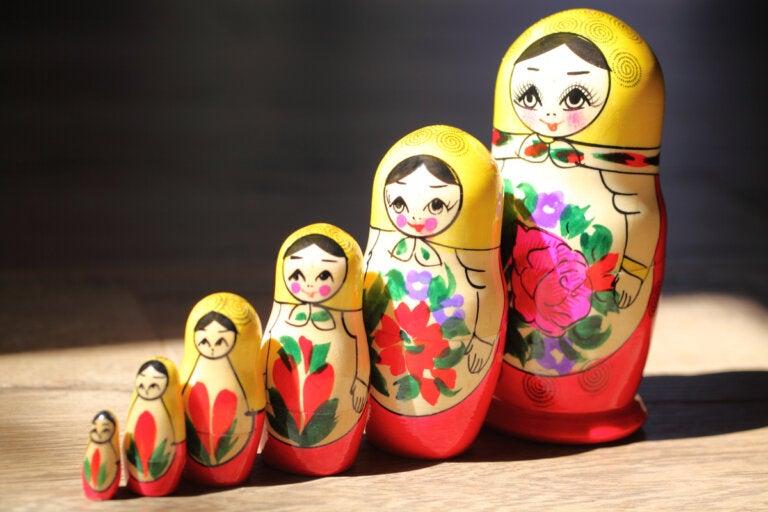 La metáfora de las muñecas rusas y el sentido del yo