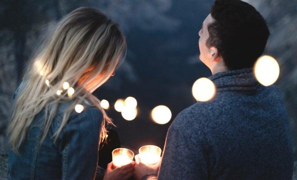 pareja feliz por ejercitar el amor y responsabilidad