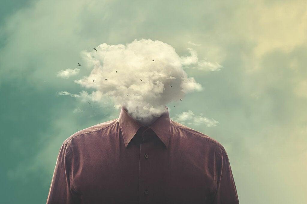hombre con nubes en la cabeza preguntándose ¿Qué es un trastorno psicótico?