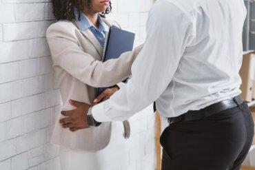 Acoso sexual en el trabajo, ¿qué hacer?