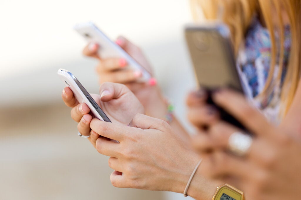 Jóvenes con móvil