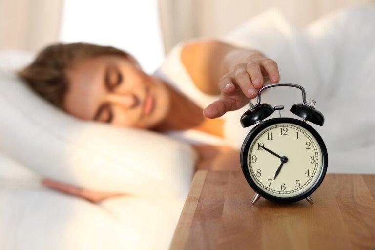 Despertar una hora más temprano puede ayudar a combatir la depresión