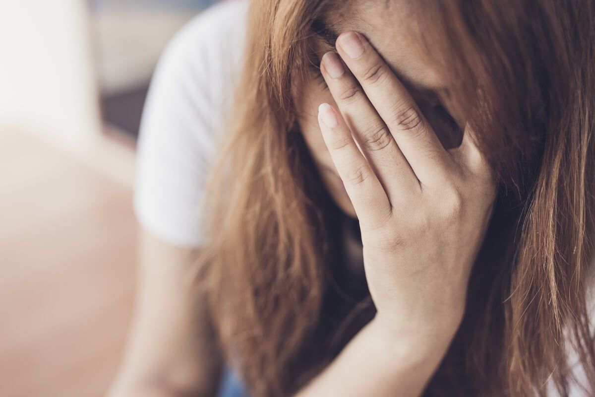 Mujer deprimida llorando