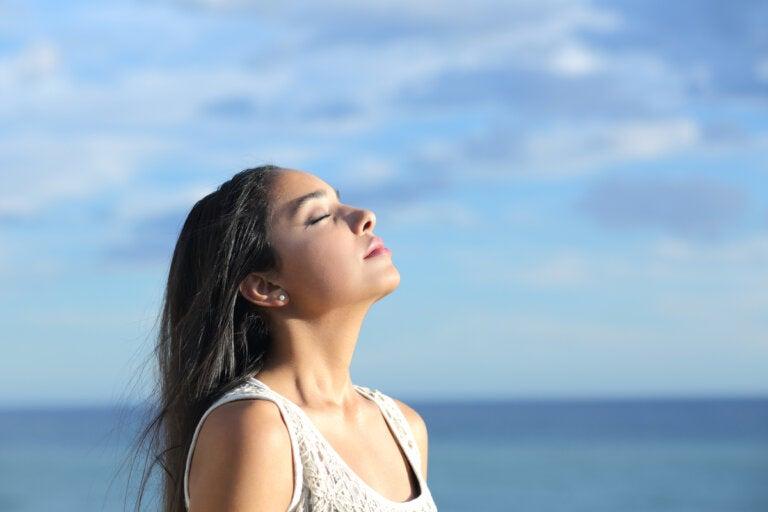 Los grandes beneficios de respirar más lento