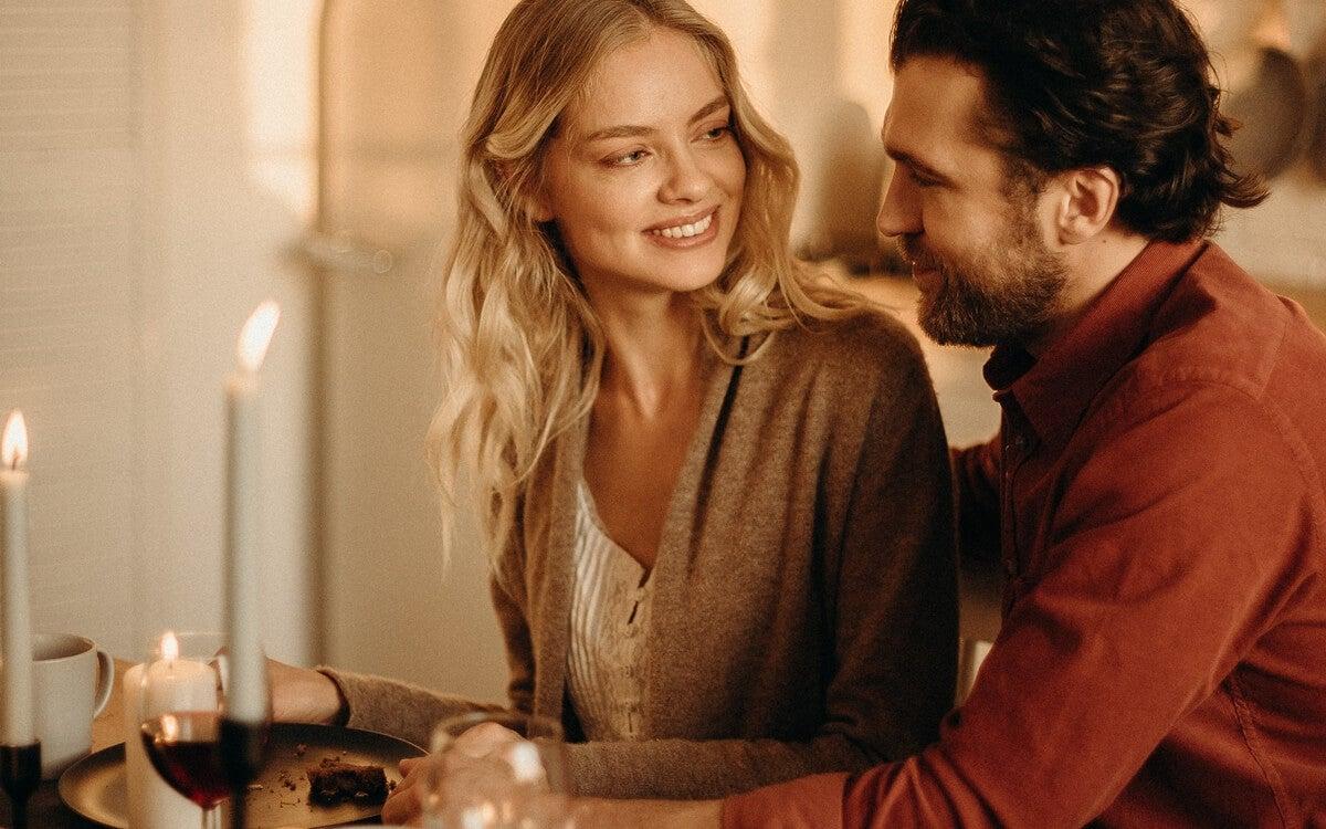 pareja representando las cosas que harán que una persona se enamore de ti
