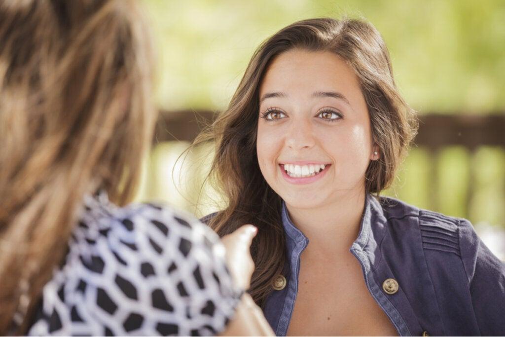 ¿Cuál es la relación entre asertividad y autoestima?