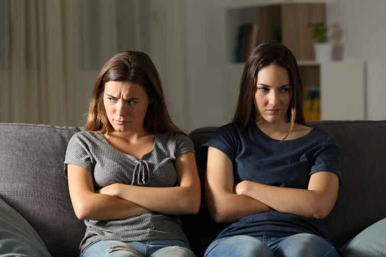 6 diferencias entre celos y envidia