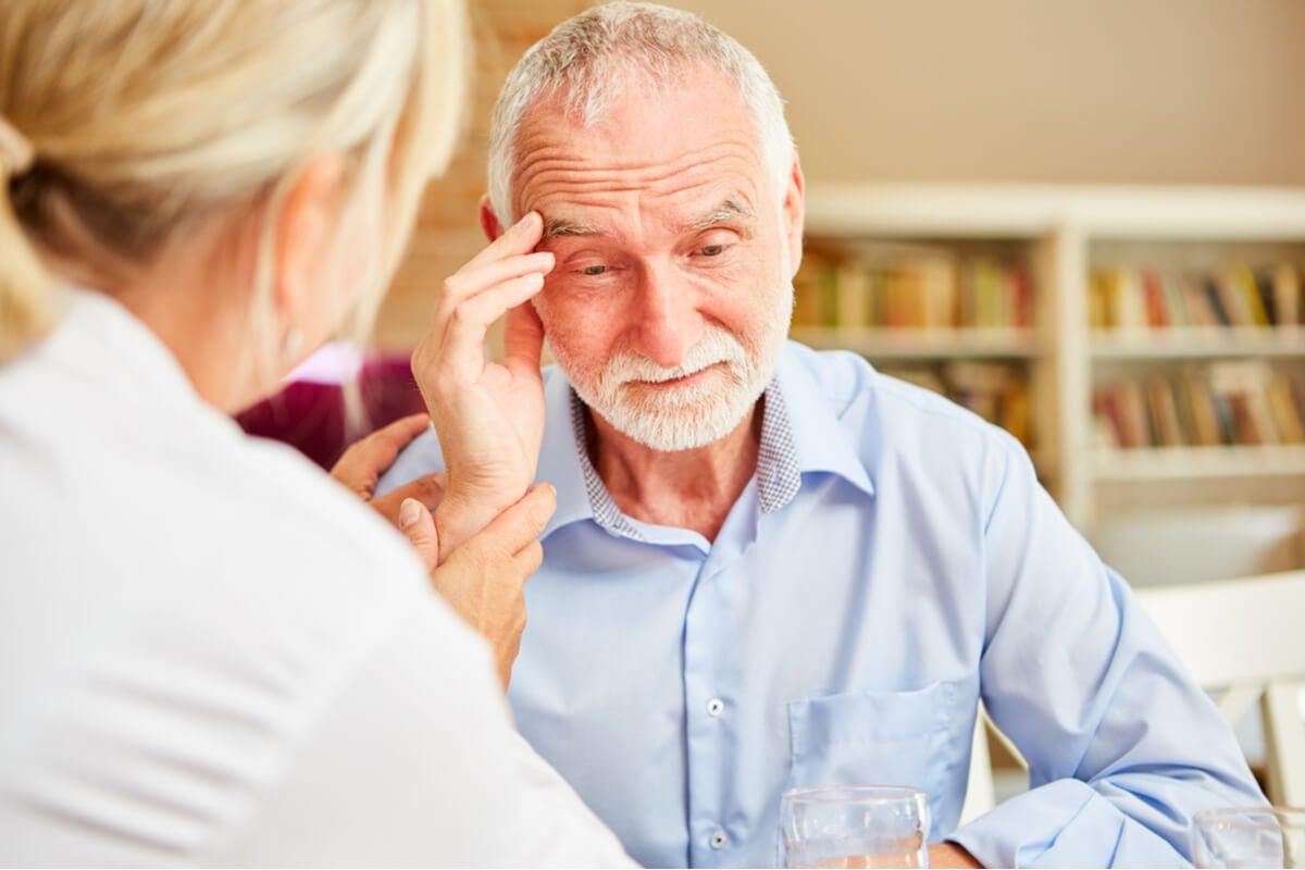 Hombre con alzhéimer