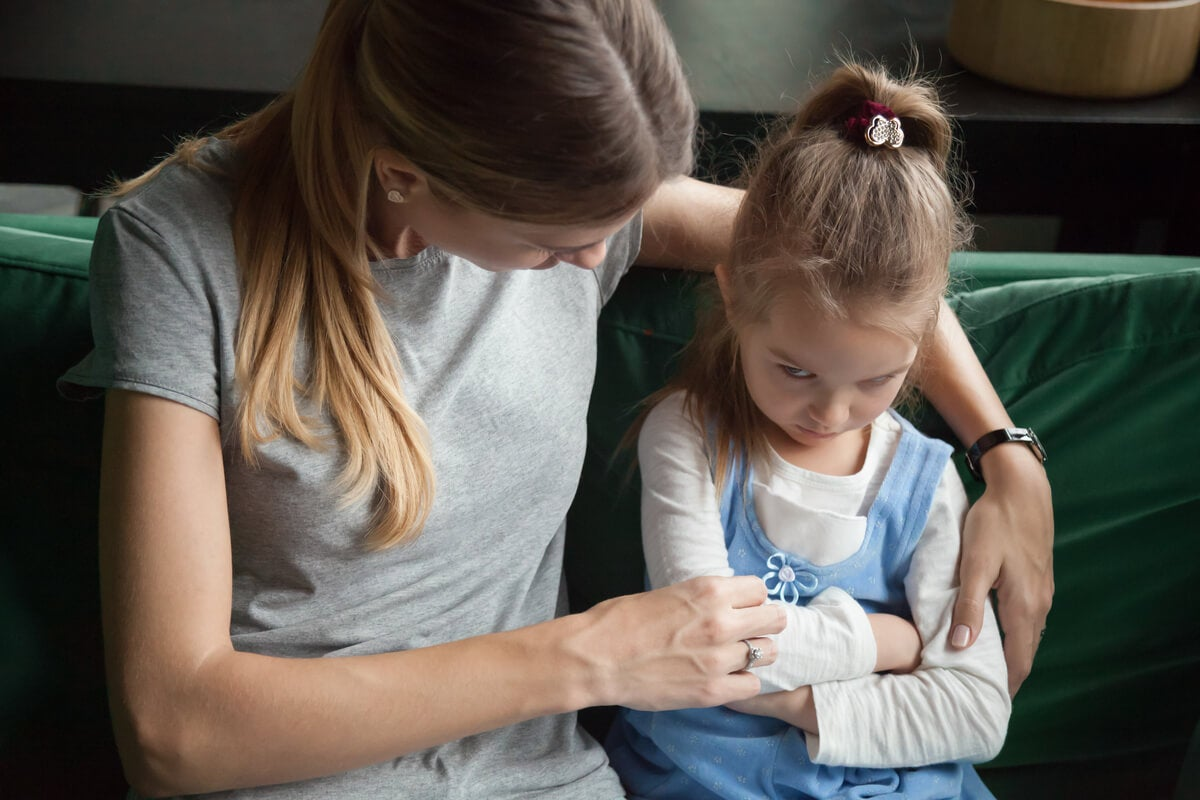 madre e hija representando a los Padres con trastorno del espectro autista