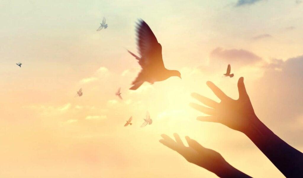 La definición de fortaleza según Erich Fromm, el camino hacia la plenitud