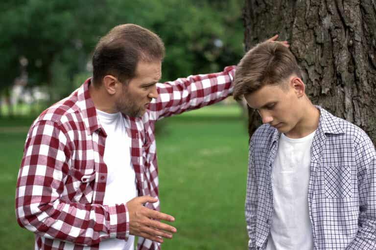 Efectos en la edad adulta de crecer con un padre narcisista