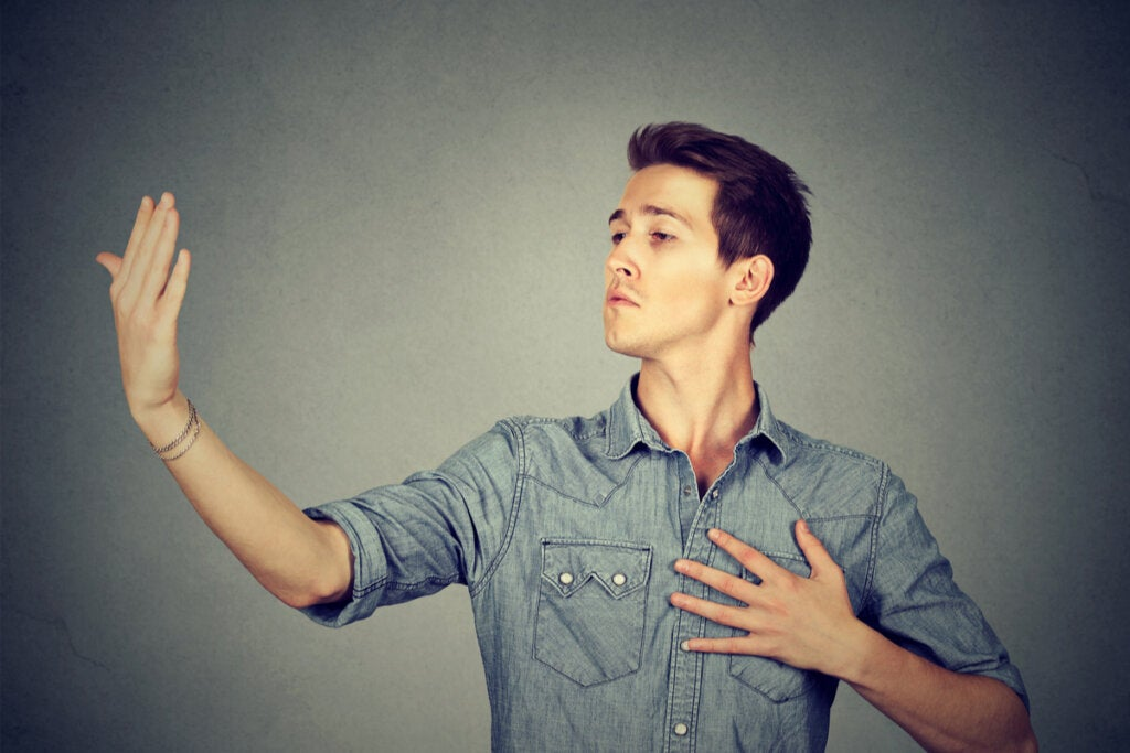 La diferencia entre ser egocéntrico, egoísta y autoconsciente