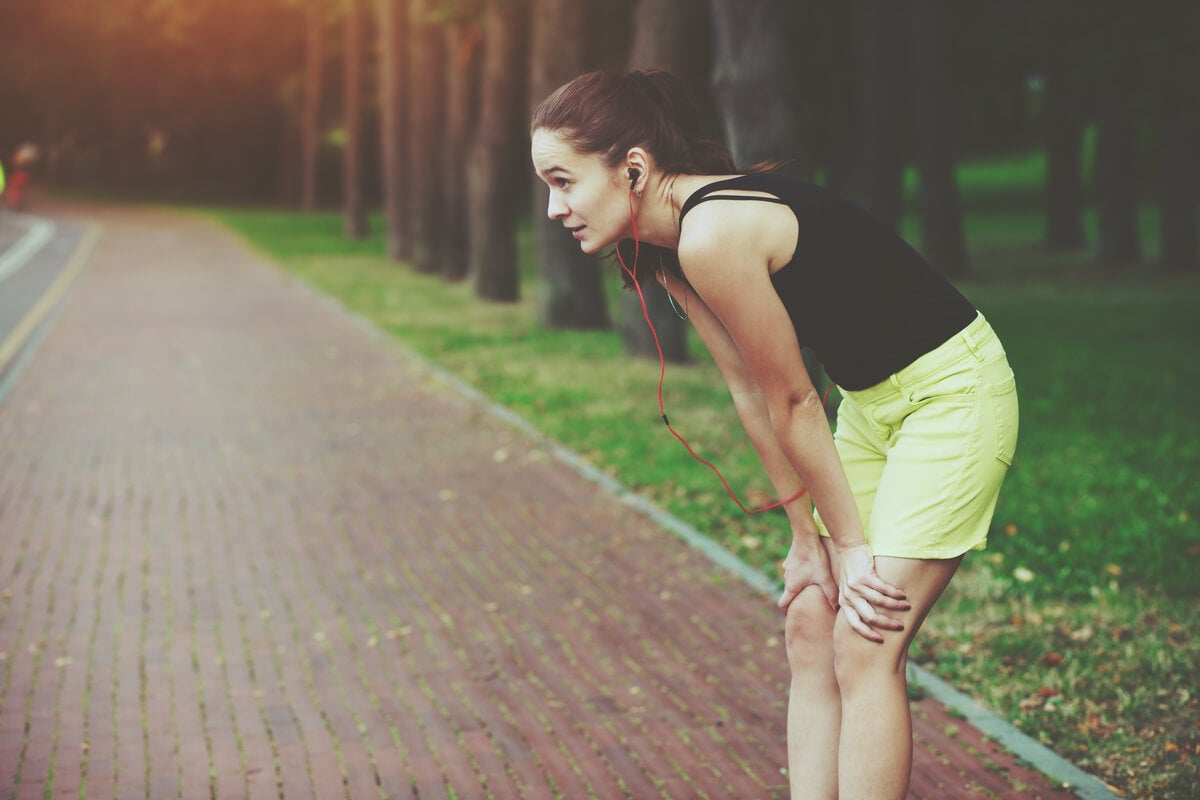 Mujer agotada después de correr