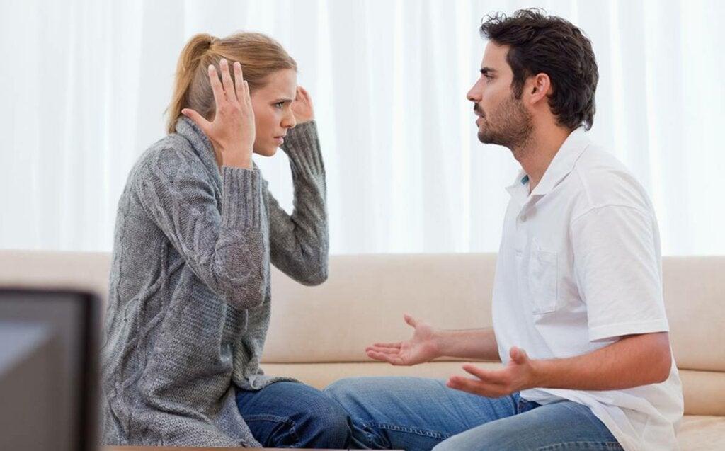 7 ejemplos de comunicación agresiva en la pareja