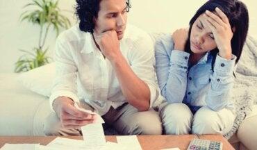 Abuso económico en la pareja ¿en qué consiste?