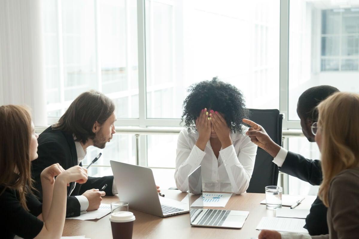 Los tipos de acoso laboral más comunes (y que puedes estar sufriendo)