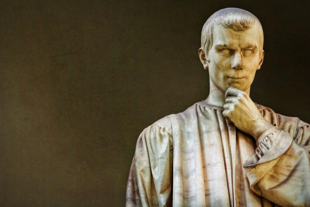 Estatua de Nicolás Maquiavelo