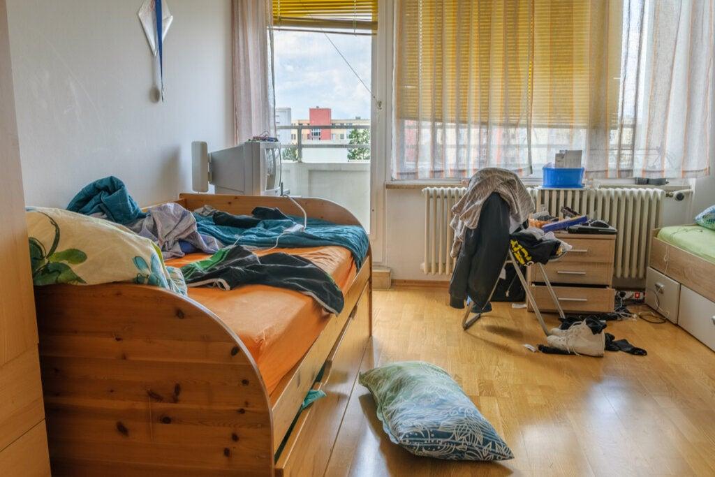 Habitación desordenada
