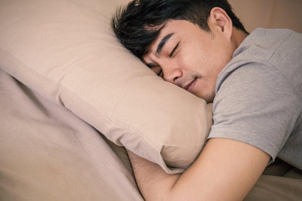 Hombre durmiendo siesta