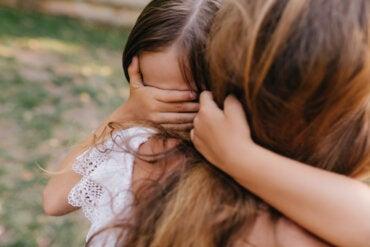 Cómo ayudar a un niño a superar un trauma