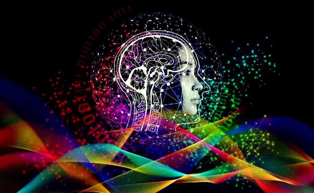 chica con cerebro para representar el aprendizaje latente